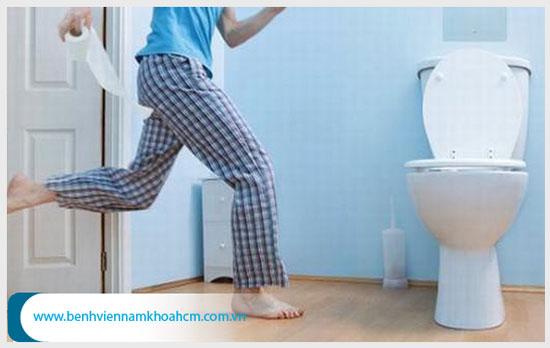 Tiểu nhiều, tiểu gấp, tiểu sót là triệu chứng thường gặp của viêm đường tiểu